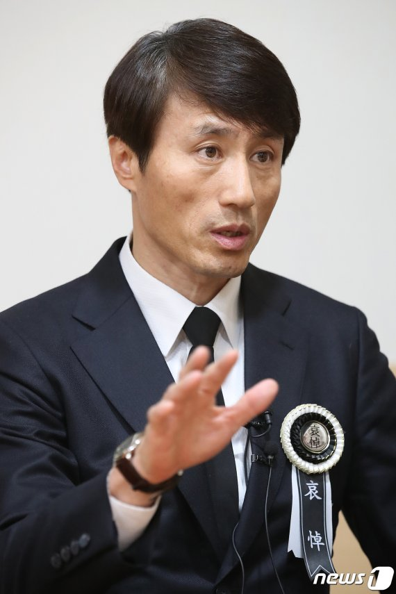 """""""눈물 삼킨채…"""" 독도 헬기사고 실종자 수색 39일만에 공식종료"""
