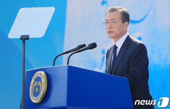 """[전문]文대통령 """"김종필·서정용·이종후·배혁·박단비 영웅과 작별합니다"""""""