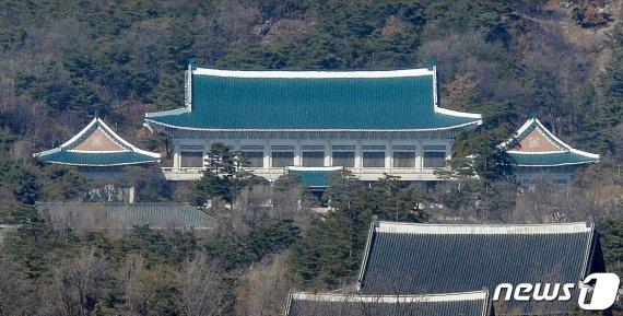 """靑, 日 반도체 수출규제 일부 완화에 """"진전 속 미흡"""""""