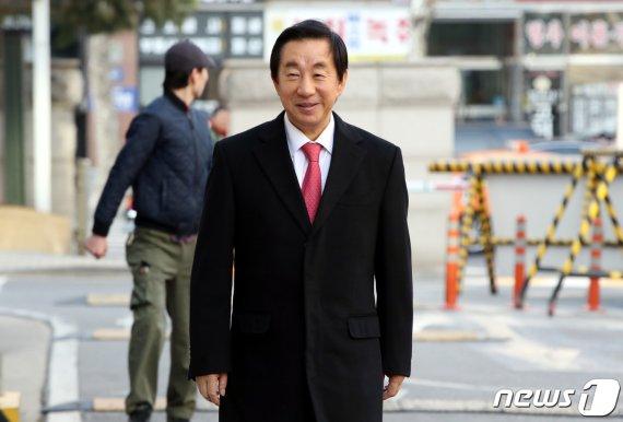 檢, 'KT 부정채용' 김성태 징역 4년·이석채 징역 2년 구형(종합)