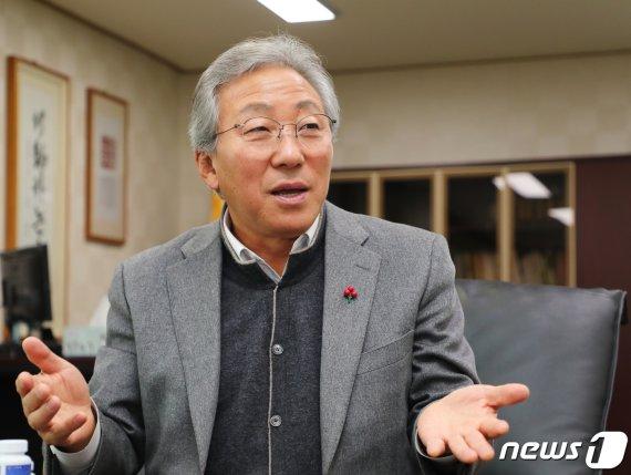 """[신년인터뷰]민병희 강원교육감 """"아이들 민주시민으로 키우는 것이 목표"""""""