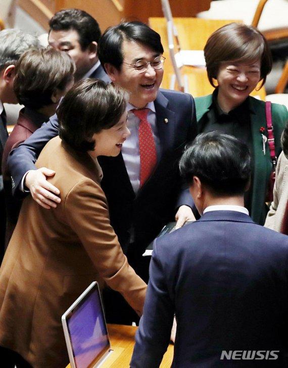 """유치원3법 통과 목메인 박용진 """"상식·정의 바로서는 계기"""""""