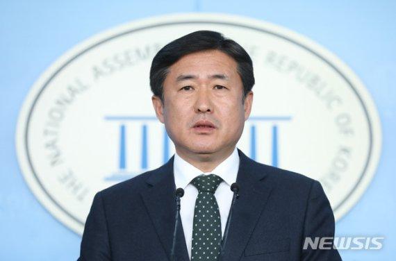"""수사권 조정 통과에 4+1 """"개혁열차 종착점"""" 일제히 환영"""