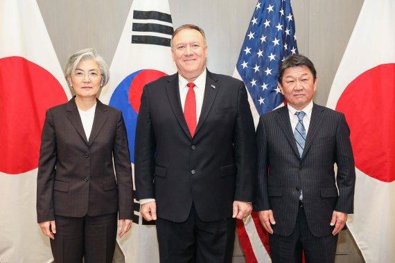한미·일 외교장관회담, '北核·호르무즈'서 공조 긴밀 협의