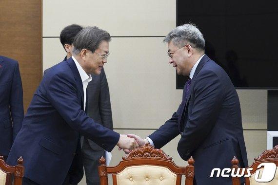 검찰 이어 경찰개혁·협치·남북협력까지…4년차 국정운영 본격 시동 거는 文