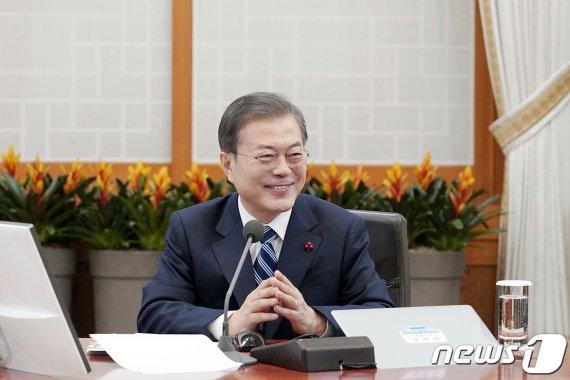 文대통령 국무회의 주재…유치원 3법 공포안 의결(종합)