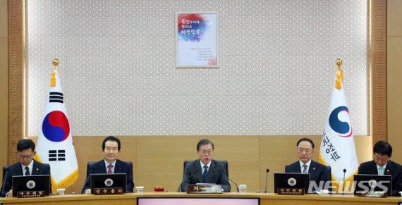 文대통령, '檢 상갓집 충돌' 우려…정치적 중립성 재강조