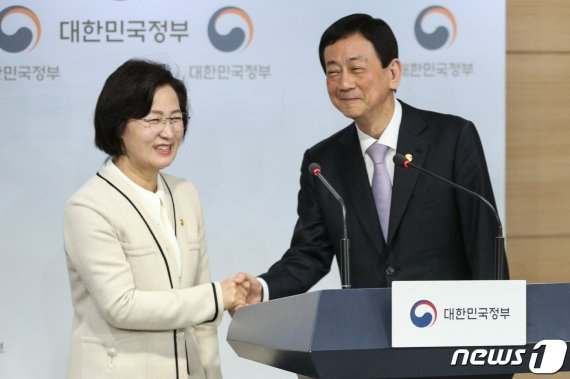 """추미애 """"윤석열 총장 검찰개혁 동참 약속…TF 꾸린다""""(종합)"""