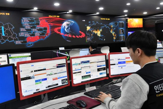 """""""이제는 생명과 연결되는 사이버보안… 802일 비상근무 서기도"""" [내일을 밝히는 사람들]"""