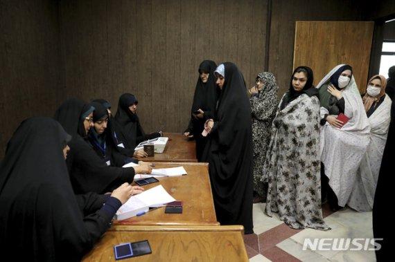 이란 총선, 반미 강경파 압도적 승리…투표율은 역대 최저