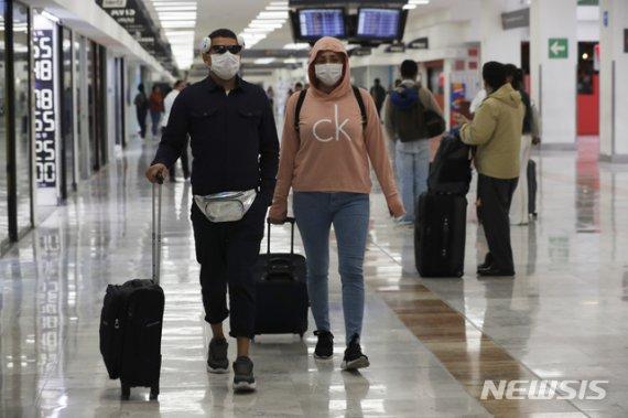 중국 밖 코로나19 감염자 57개국 6519명...98명 사망