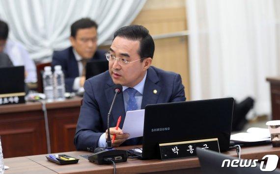 """박홍근 의원 """"여객운수법, 타다 금지 아냐…형평성 맞추자는 것"""""""