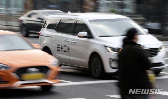 """타다금지법 법사위 통과…택시단체 """"플랫폼업계와 상생"""""""