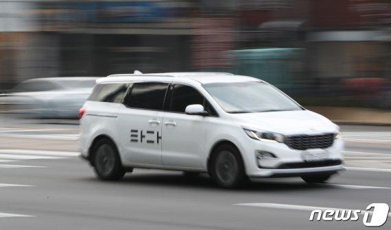 """""""이제 택시는 바이바이"""" 고객 환호 끌어낸 타다…화려한 시동 꺼진다"""