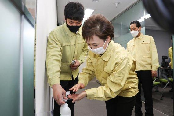 김현미 장관 '휴게소 상생협력 방안 마련' 당부