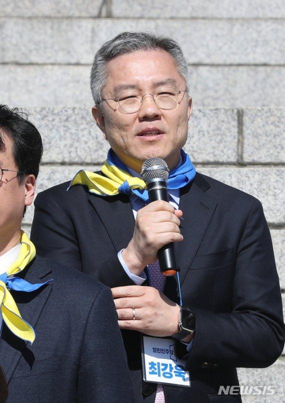"""최강욱 """"더시민·열린민주 '교섭단체' 20석만 나오면…"""""""