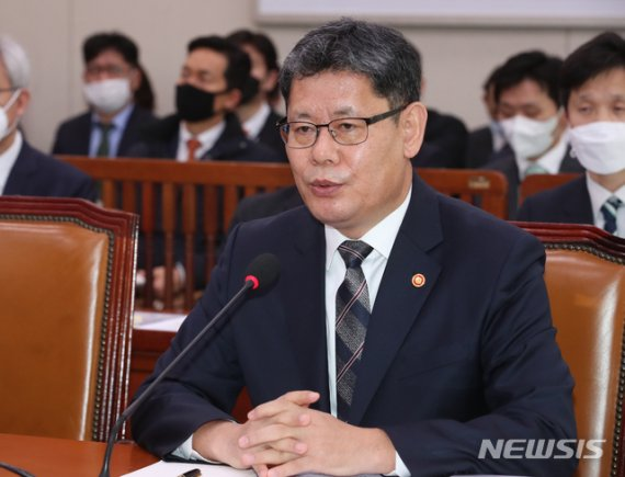 김연철 통일장관 취임 1주년...남북 관계 개선 난항