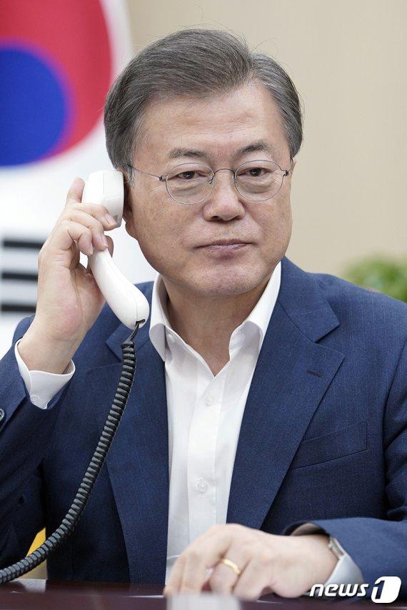 """文, 22번째 '코로나 통화'...인도 총리 """"전세계가 한국 칭찬"""""""