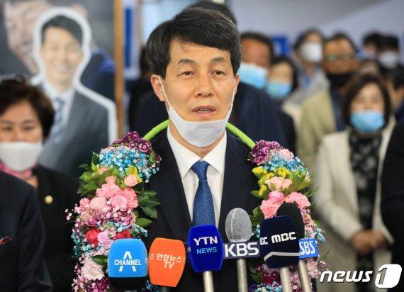 """'文의 복심' 윤건영 """"21대 국회 임무는 첫째도, 둘째도 위기 극복"""""""