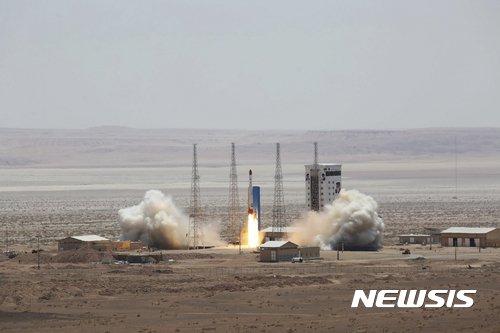 """이란 혁명수비대 """"첫 군사위성 발사 성공…지구 궤도 진입"""""""