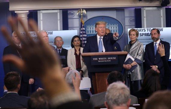 """""""미국 코로나 대응 형편없다"""" 빌 게이츠의 작심 발언"""