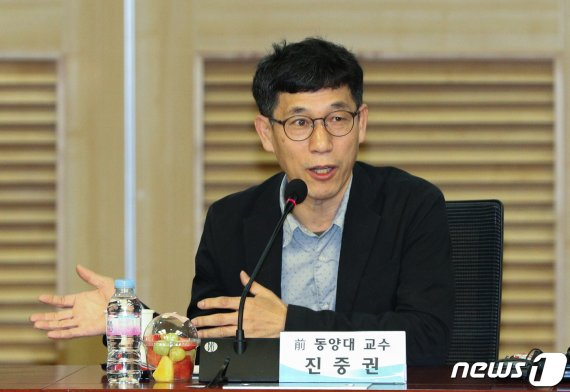 """진중권, 검사간 폭행 논란에 """"폭력·깡패정권, 막장 달린다"""""""