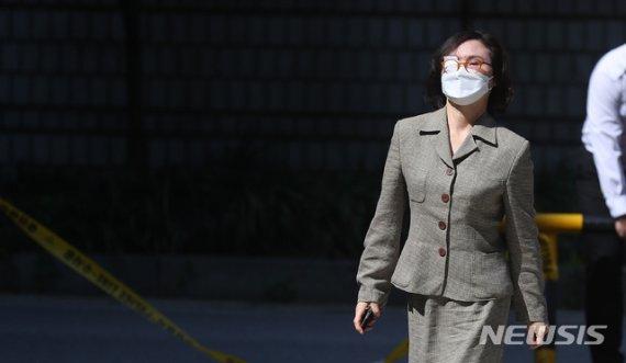 검찰, '정경심 PC 은닉' 자산관리인에 징역 10개월 구형