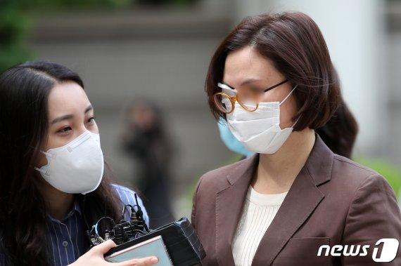 """정경심 재판, 조국 증인채택 신경전…법원 """"일단 보류"""""""