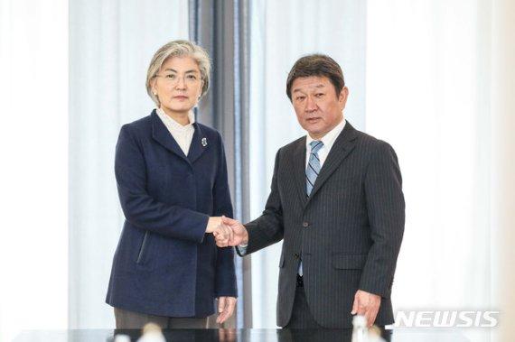 '아베스 정권' 對韓외교.. 가메이·니카이 '키맨'들이 움직인다