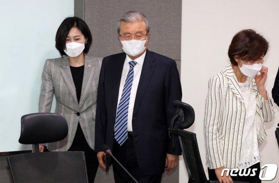 김종인 '청년기본소득' 화두 던졌다…재원, 세대 공감 '숙제'