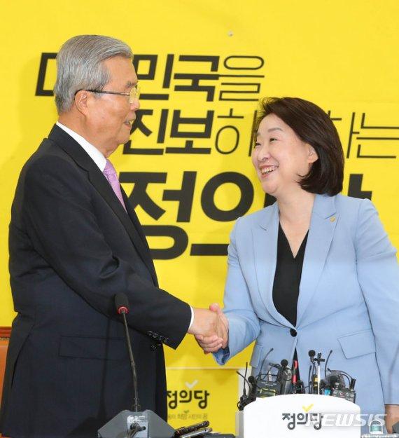 """김종인 """"이념 사라진 지 오래"""" 심상정 """"기본소득 대환영"""""""