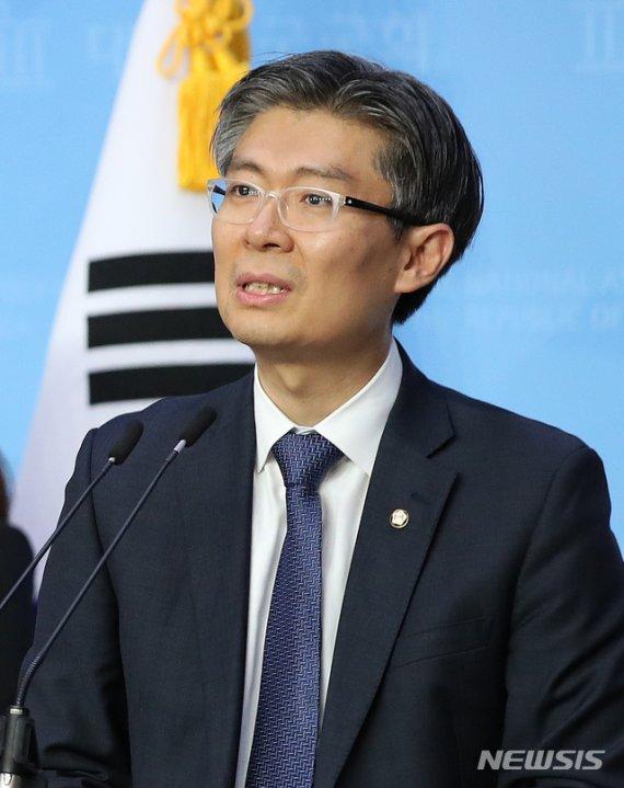 '기본소득' 이슈화에 주목받는 '원조' 기본소득정당들