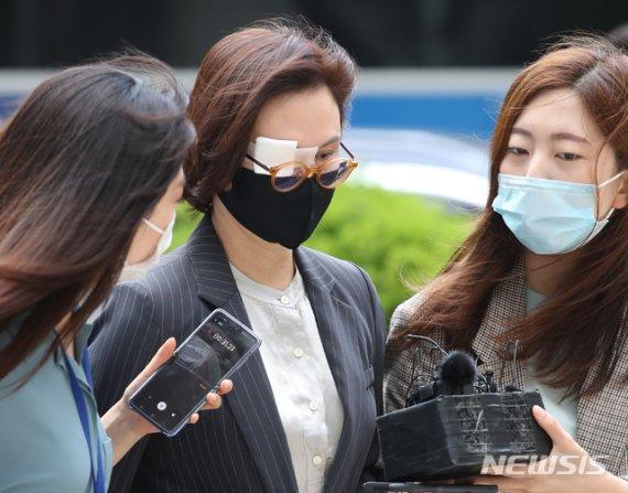'정경심 사모펀드' 본격 재판…조국 5촌 조카 증언한다