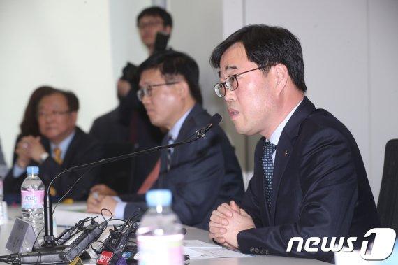 """김기식 """"이재명, 20만원짜리를 기본소득이라는 건 부적절"""""""