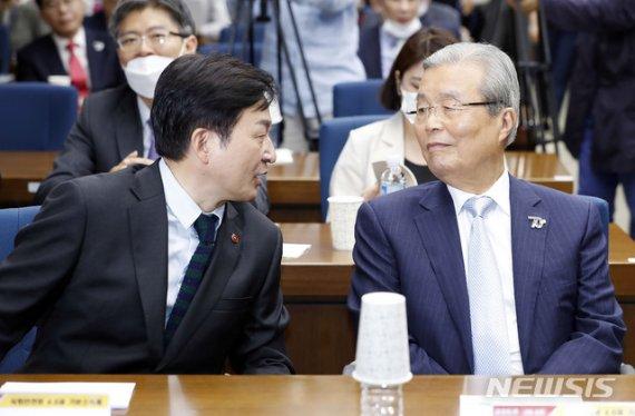 각 세웠던 김종인-원희룡, '기본소득' 고리로 정치적 교감?