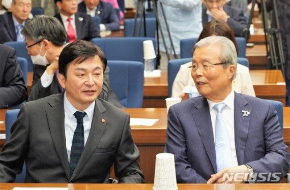 """김종인 비판했던 원희룡 """"기본소득 경청하겠다"""""""