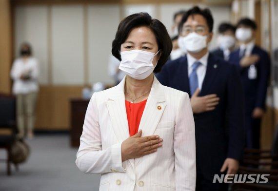 추미애, '검·언유착 의혹' 윤석열 최측근 검사 전보