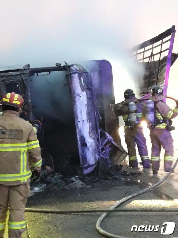 고속도로 달리던 화물차 화재, 피해 금액이..