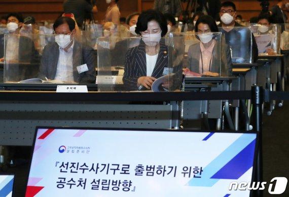 """진중권, 인민재판 묘사 """"윤석열은 반동, 추미애가.."""""""