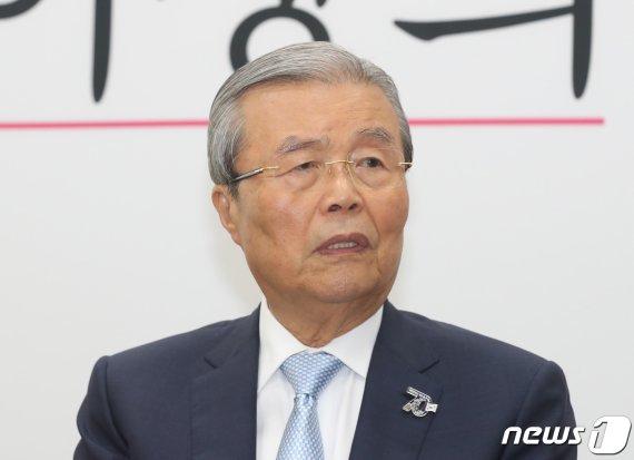"""'윤석열 비판' 추미애에 김종인 발끈 """"인성이.."""""""