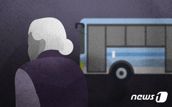 출입문 열고 출발한 버스기사, 추락한 여성은..