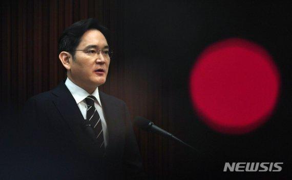 """'이재용 기소 강행하라' 檢 압박에....재계 """"삼성 물고 늘어지기냐""""(종합)"""