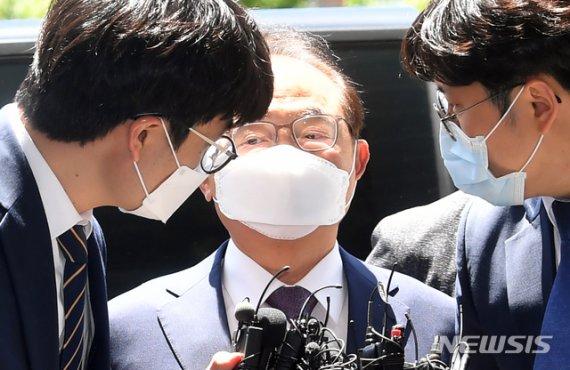 """""""오거돈 미투 의혹"""" 주장한 강용석…경찰, 무혐의 결론"""