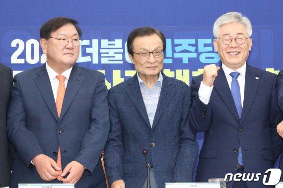 """이재명 """"부동산 보유세 기본소득 재원으로"""" 민주당에 제안"""
