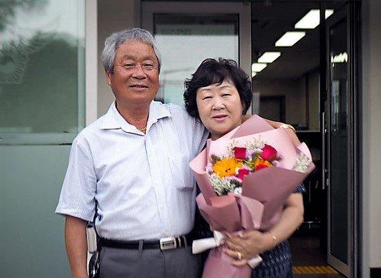 빚지고 사라졌던 오빠 안아준 여동생…40년 만에 극적 만남