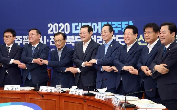 """송하진 지사, """"3가지 요청드린다"""" 금융중심지, 한국탄소융합기술원, 새만금 등 '힘모아달라'"""