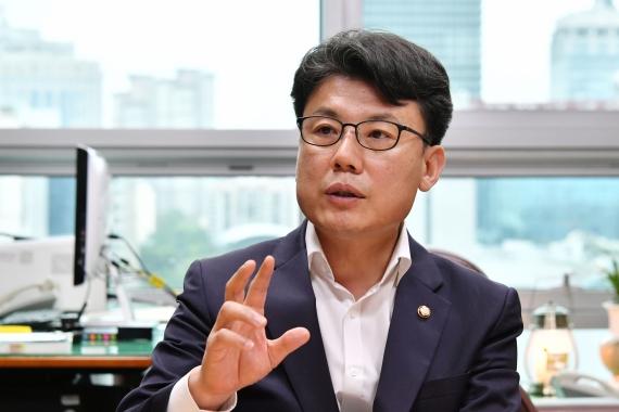 '부동산정책 전부 파기' 주장한 유승민에 직격탄 날린 진성준