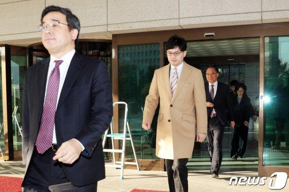 조국 수사 지휘한 윤석열 참모, 인사 반년 만에..
