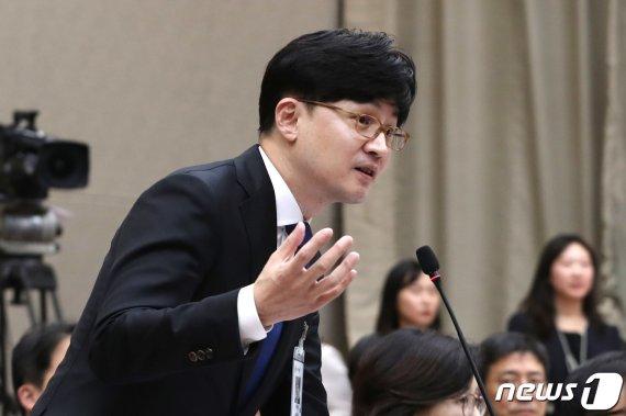 """한동훈 몸에 올라탄 부장검사..""""탁자 너머로 몸 날려"""""""