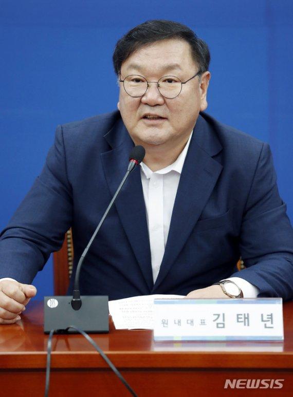갑자기 '박정희' 찾는 민주당.. 김대중, 노무현까지 차례로...